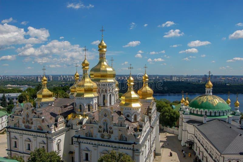 ucrania La Kiev Pechersk Lavra es un nombre común para un complejo entero de las catedrales, campanarios, claustros, paredes del  fotografía de archivo libre de regalías