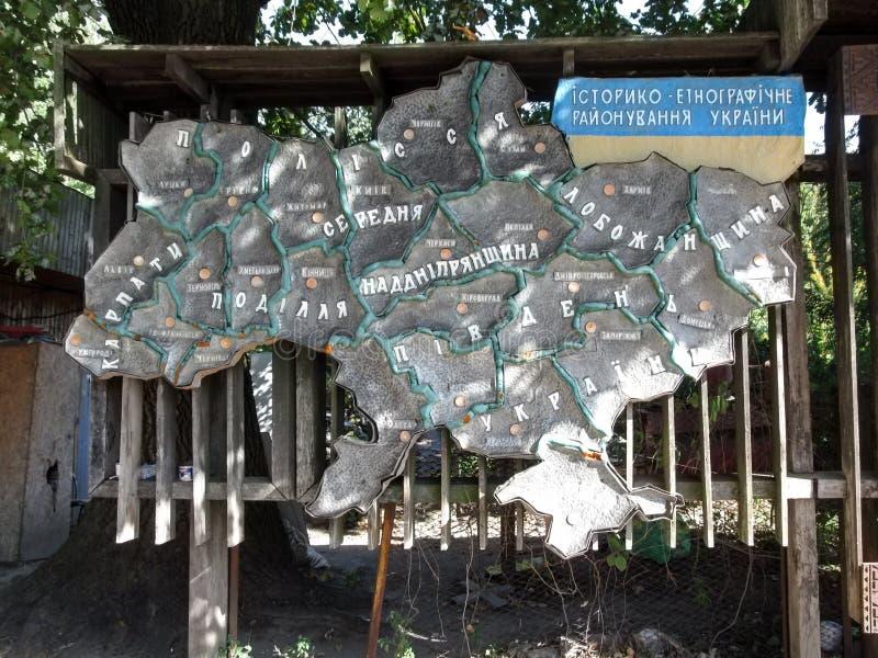 Ucrania, Pyrohiv Kiev - 17 de septiembre de 2017: División histórica y etnográfica del ` de piedra del mapa del ` de Ucrania imágenes de archivo libres de regalías