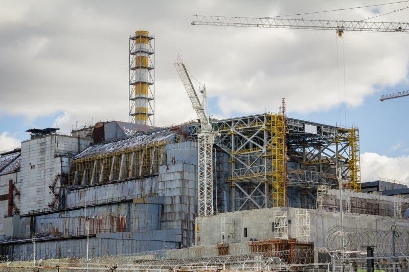 ucrania Zona de exclusión de Chernóbil - 2016 03 19 Vista delantera de la central nuclear fotos de archivo