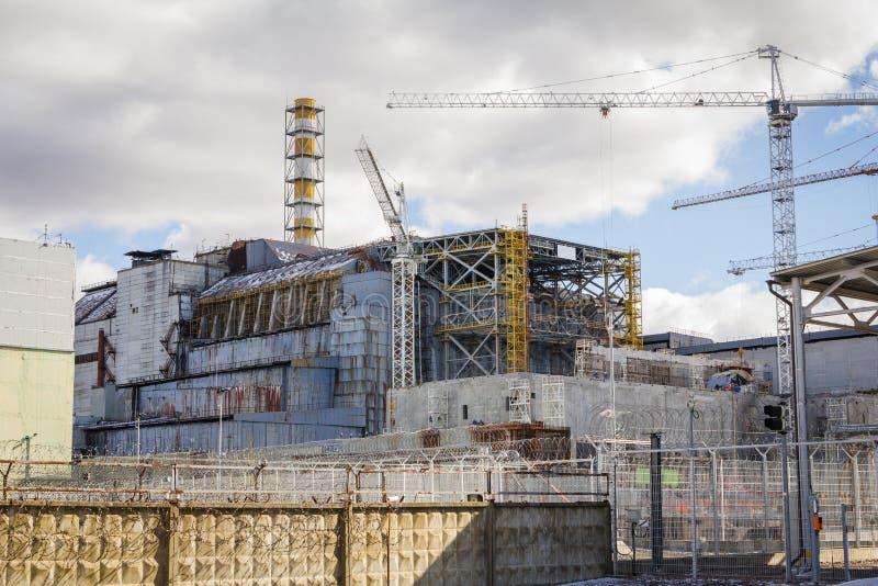 ucrania Zona de exclusión de Chernóbil - 2016 03 19 Vista delantera de la central nuclear foto de archivo