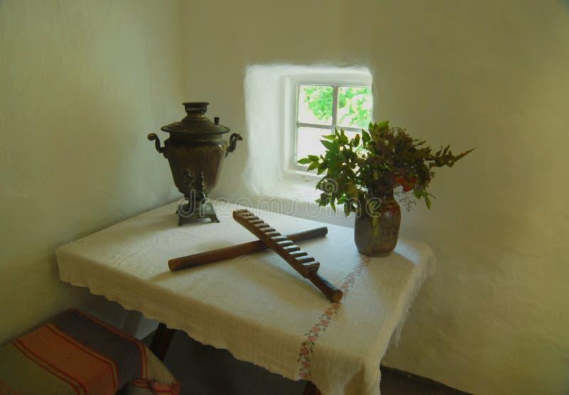 Ucraniano como la vivienda campesina interior con los diversos artículos caseros museo imágenes de archivo libres de regalías