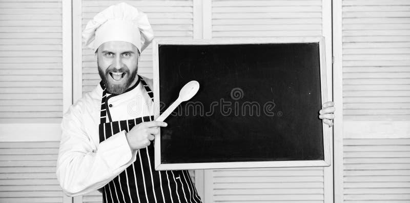 Ucz?cy uczniom dlaczego gotowa? Szef kucbarskiej nauczanie mistrza klasy w kucharstwo szkole Mistrzowski kucharz daje kulinarnej  fotografia royalty free