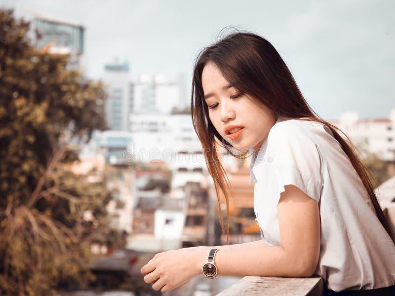 Uczeń i gradutation pojęcie od azjatykciego pięknego girl20s obrazy royalty free