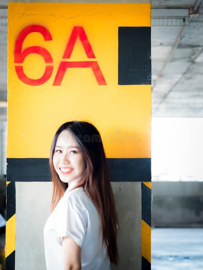 Uczeń i gradutation pojęcie od azjatykciej pięknej dziewczyny 20s t obrazy royalty free