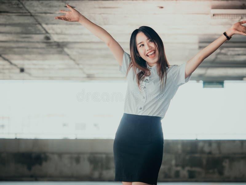 Uczeń i gradutation pojęcie od azjatykciej pięknej dziewczyny 20s t zdjęcie royalty free