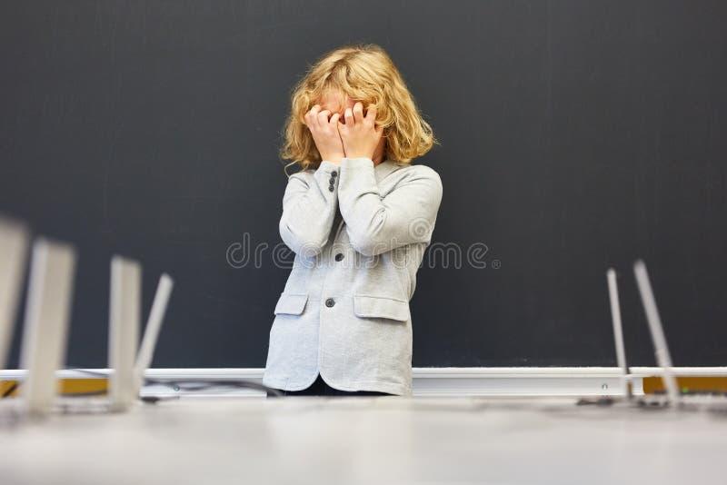 Uczeń problem z osiągnięcie naciskiem zdjęcia stock
