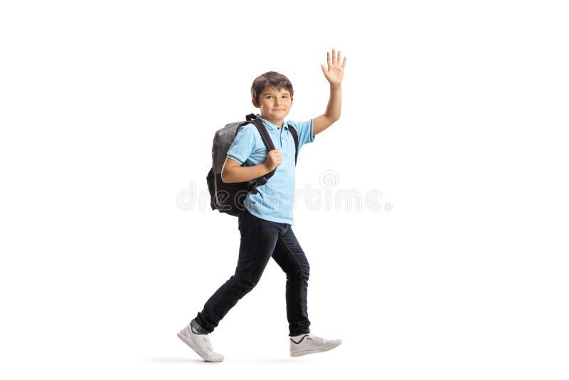 Uczeń z plecaka bieg i falowanie przy kamerą zdjęcie royalty free