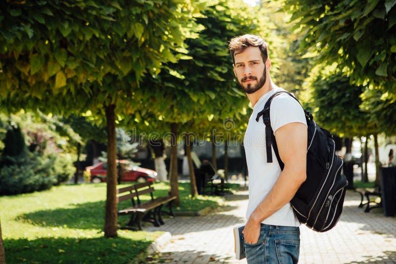Uczeń z plecakiem outside obraz royalty free