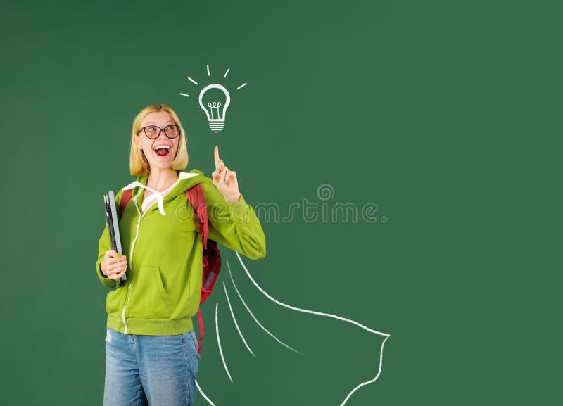 Ucze? w szkole wy?sza ?wiatowy nauczyciela dzie? zabawne ucznia Uśmiechnięty dziewczyna uczeń lub kobieta nauczyciela portret na  fotografia royalty free