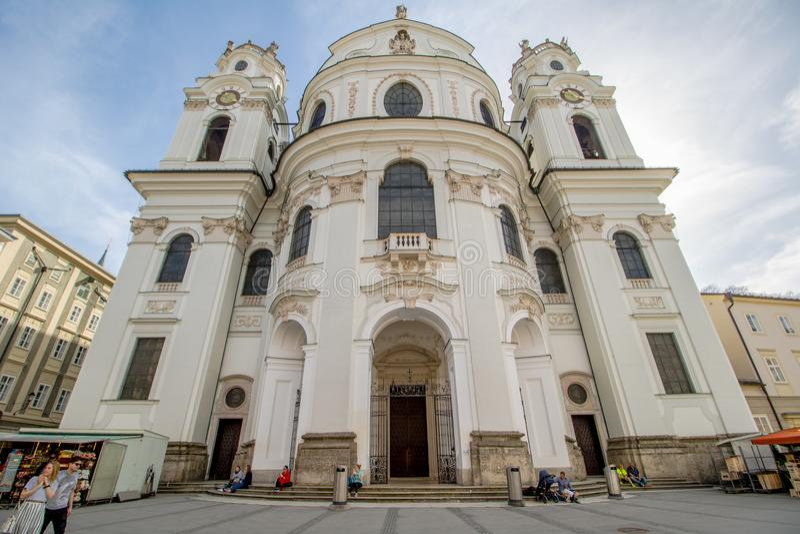 Uczelniany kościół Kollegienkirche w Salzburg w wiośnie, Austria fotografia stock