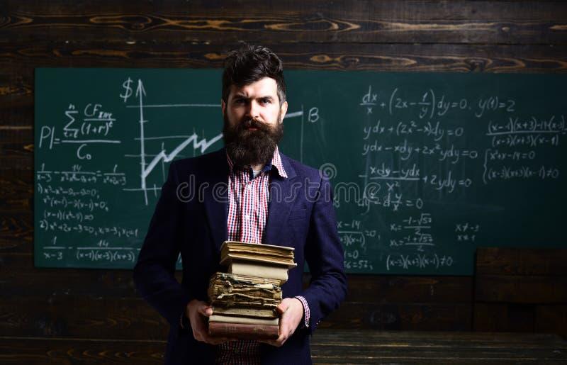 Uczenie trenowania biznesowy poj?cie Nauczyciel reputacja jest z?ocista Dojrza?y adiunkt Nauczyciel szanuje uczni Nauczyciel jest obraz stock