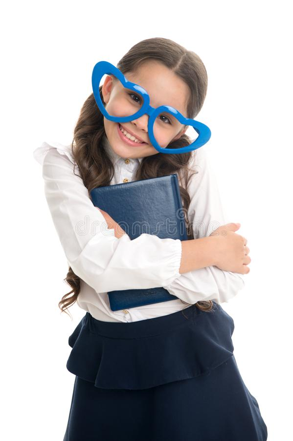 Uczennicy serca kształtni szkła odizolowywali białego tło Dziecko dziewczyny mundurek szkolny odziewa uściśnięcie książkę Dziecko fotografia stock