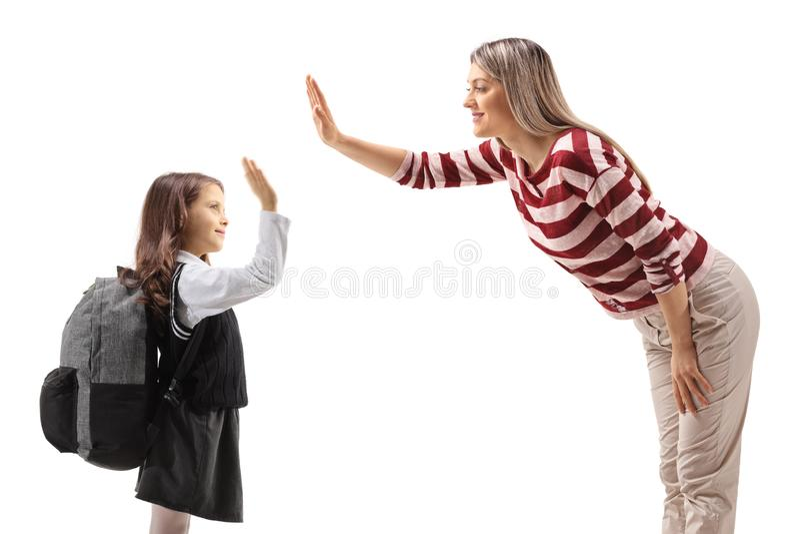 Uczennicy wysokość z młodą kobietą obrazy stock