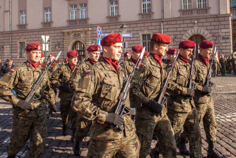 Uczestnicy świętuje Krajowego dzień niepodległości republika Polska - jest święto państwowe, przesławny każdy rok od 1918 ye fotografia royalty free