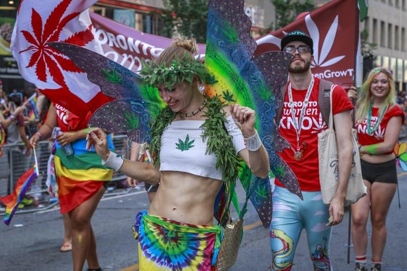 Uczestnicy od queens marihuana zdjęcie stock