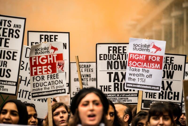 Ucznia protest przeciw edukacj opłatom i cięciom - Londyn, UK obraz stock