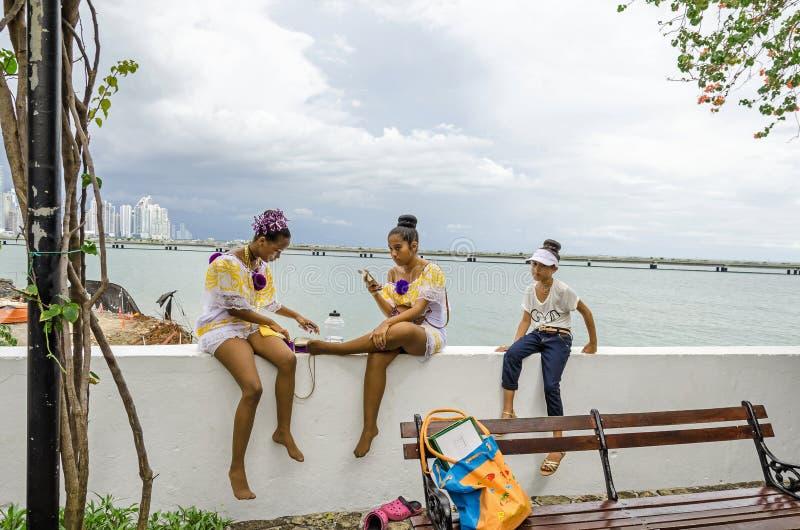 Ucznie bierze przerwę po parady w Panamskim mieście fotografia royalty free
