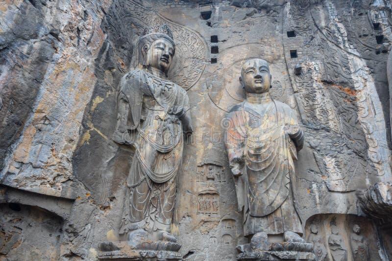 Ucznie Buddha rzeźbili kamień w Longmen grotach zdjęcie royalty free