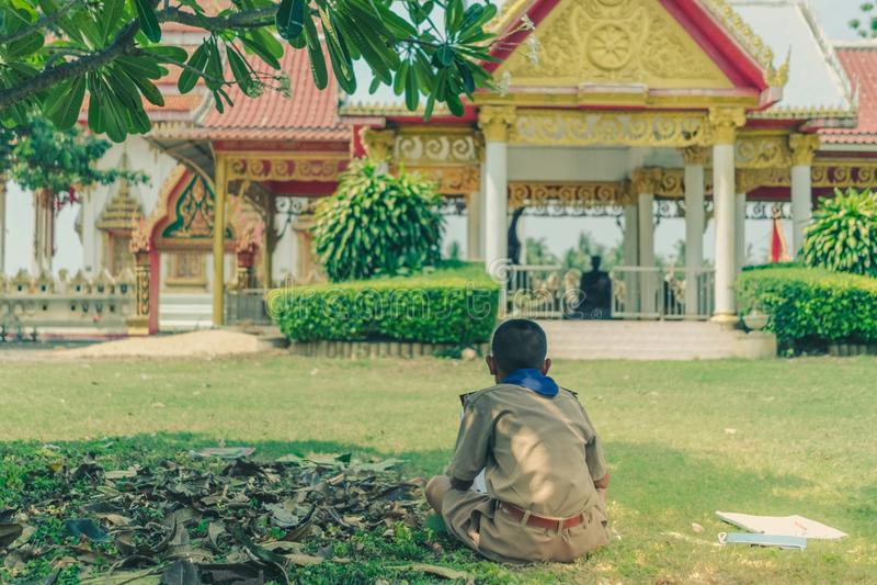 Ucznie próbują rysować Tajlandzkich motywy od Tajlandzkiej architektury w th obraz stock