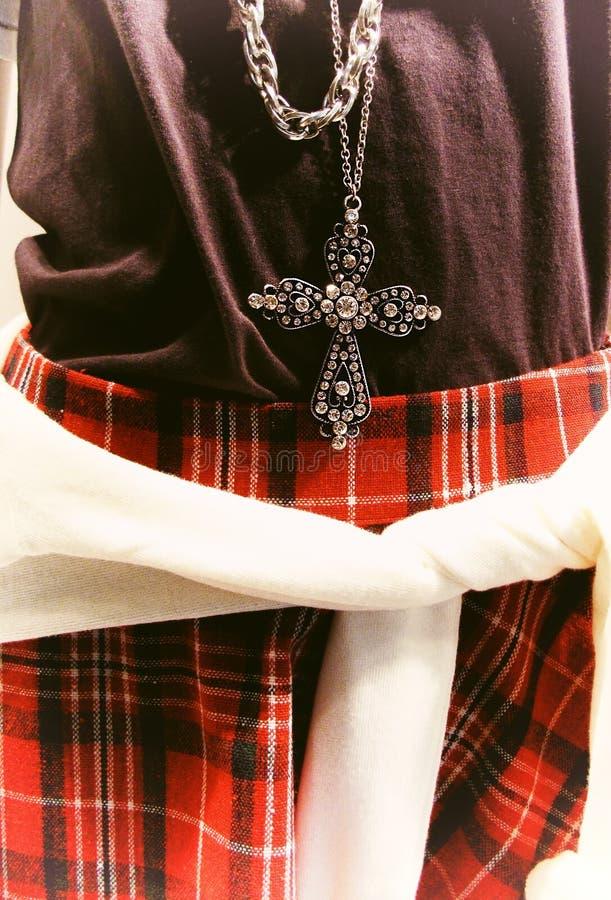 Uczy kogoś szkockiej kraty stylową spódnicę obrazy royalty free