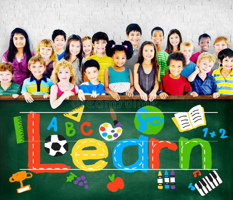Uczy się uczenie nauki wiedzy dziecko w wieku szkolnym pojęcie zdjęcie royalty free