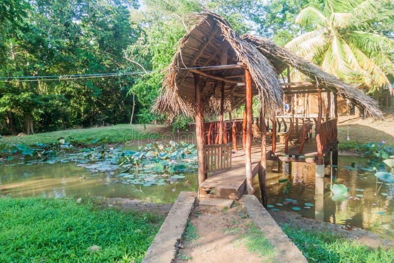 UDA WALAWE, SRI LANKA - JULI 13, 2016: Gazebo i en turist- semesterort nära Udawalawe den nationella medeltalen royaltyfri foto