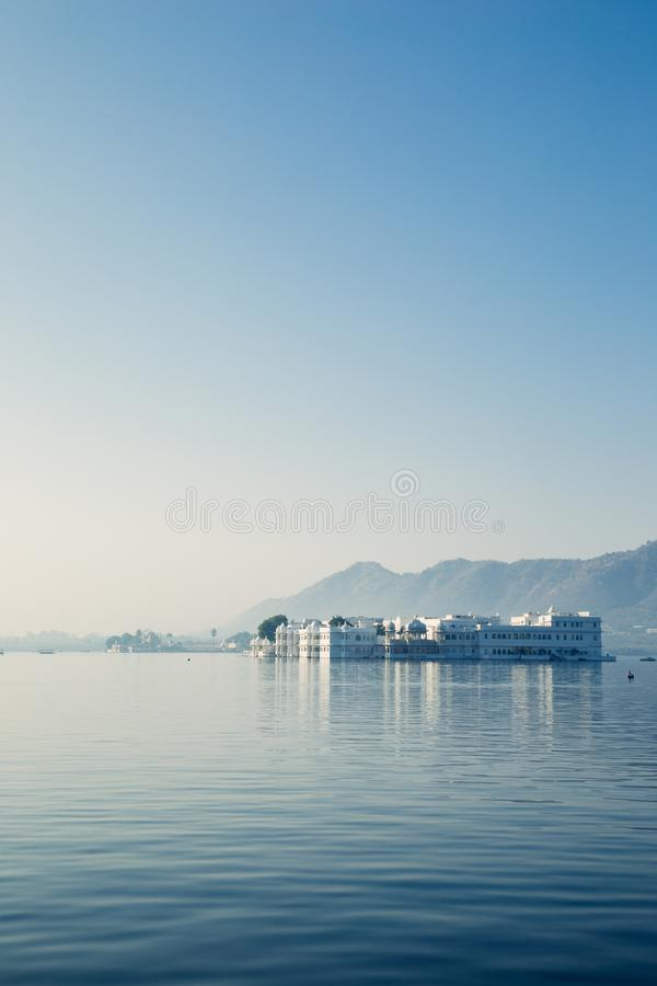 Udaipur Taj Pichola湖的湖宫殿在印度 库存图片