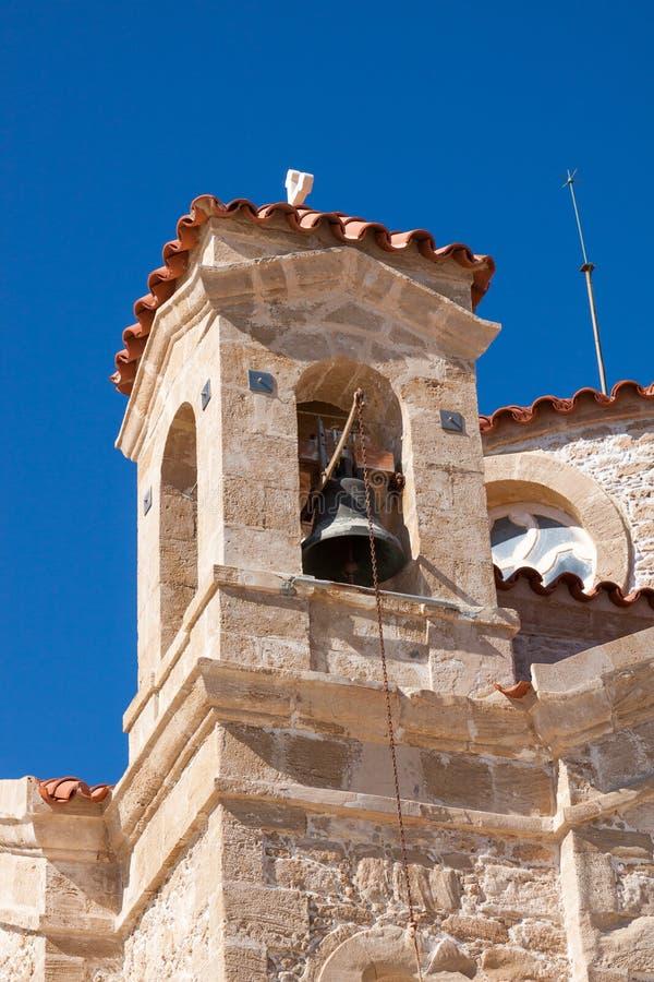 UDDE DEPRANO, CYPRUS/GREECE - JULI 23: Kyrka av Agios Georgios arkivbilder