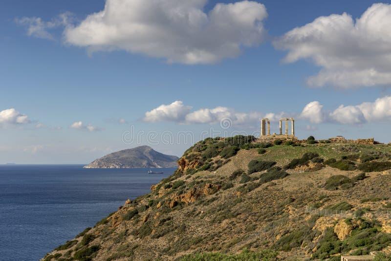 Udde Sounion och arkaisk-period tempel av den Poseidon Lavreotiki kommunen, östlig Attica, Grekland royaltyfria foton