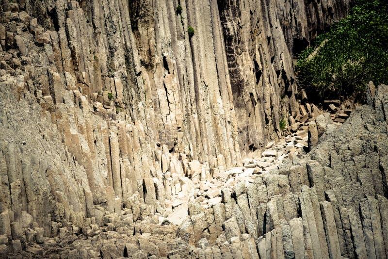 Udde Stolbchaty Udde på västkusten av ön av Kunashi arkivbilder