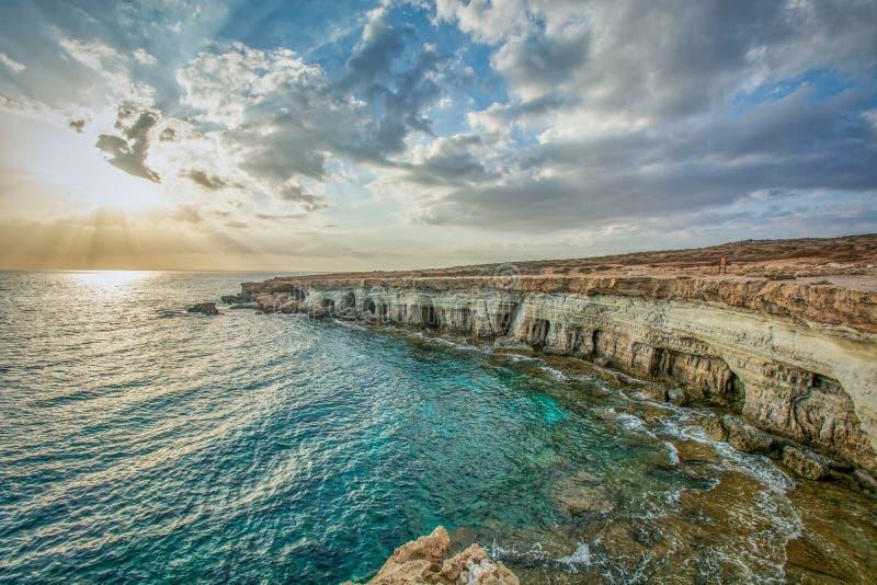 Uddegreco - havsgrottor i Cypern mellan Protaras och Ayia Napa arkivbild