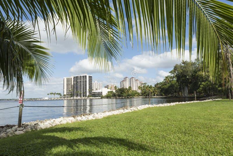 Uddekorall, Florida Sikt från stranden på uddekorall arkivbilder