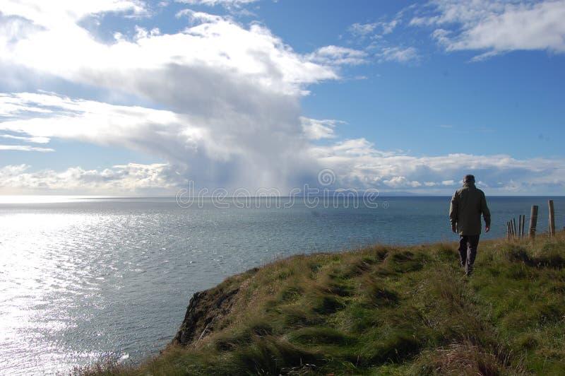 Udden går till grottan för ` s för St Ninian royaltyfri fotografi