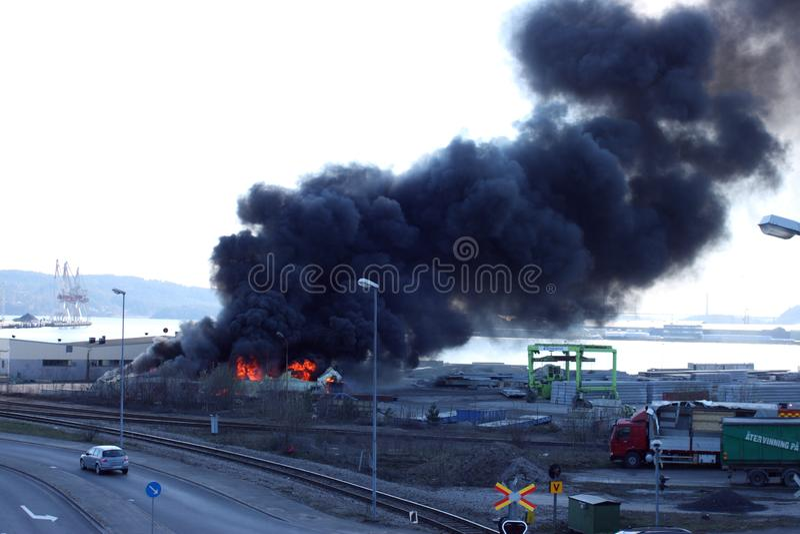 Uddevalla Sverige, April 15 2019: Brand i den Uddevallas hamnen royaltyfri fotografi