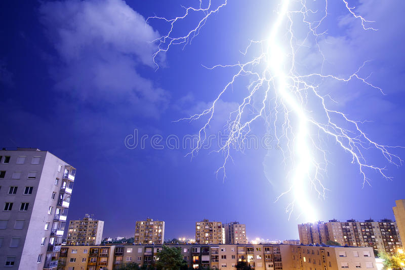 Uderzenia pioruna - burza i burze obraz stock
