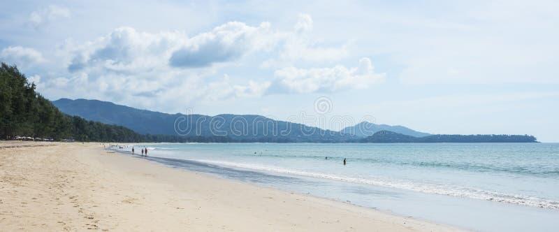 Uderzenia Tao plaża w Phuket Tajlandia drzewo pola zdjęcia stock
