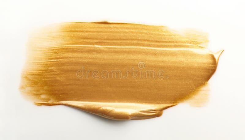 Uderzenie odizolowywający na bielu złocista farba obrazy stock