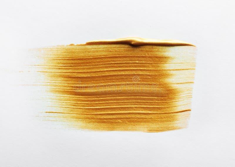 Uderzenie odizolowywający na bielu złocista farba obraz royalty free