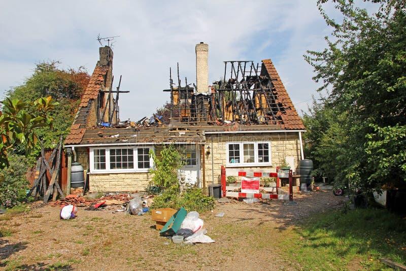 Uderzenie pioruna dom fotografia royalty free