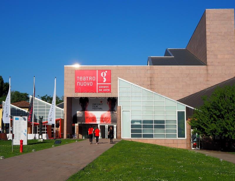 Udine, Italië 20 april 2018: Teatro Nuovo Giovanni da Udine bij het openen van het de Filmfestival van het Verre Oosten royalty-vrije stock foto
