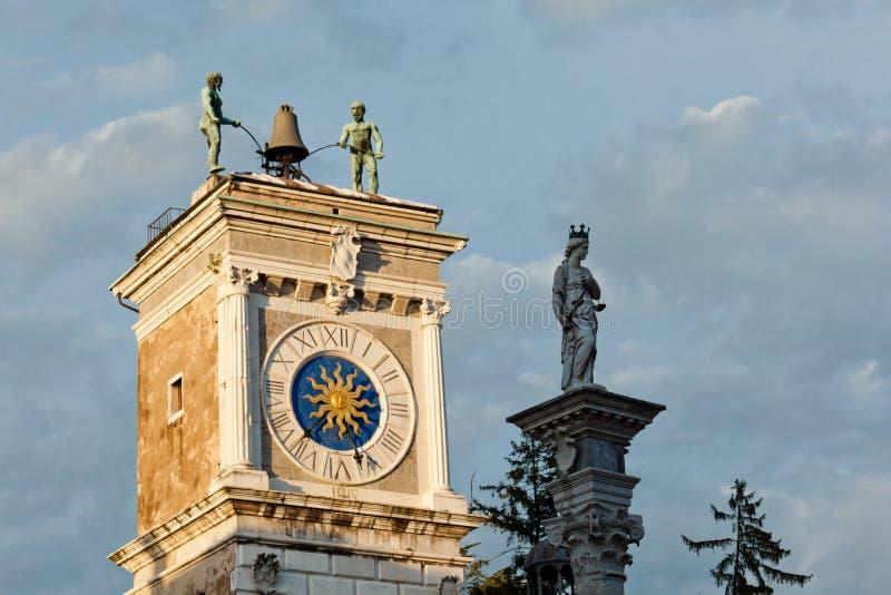 Udine, a torre de pulso de disparo foto de stock