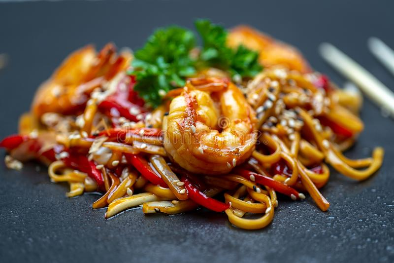 Udon avec des fruits de mer, cuisine japonaise photos libres de droits