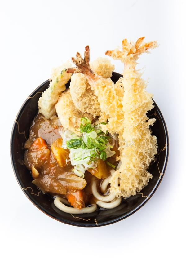 Udonkerrie met tempura, Dikke tarwenoedel in Japanse kerrie en tempura royalty-vrije stock afbeelding