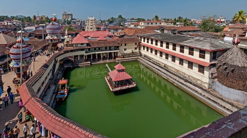 Udupi Sri Krishna神庙Udupi Karnataka的庞大园区和池塘 库存图片