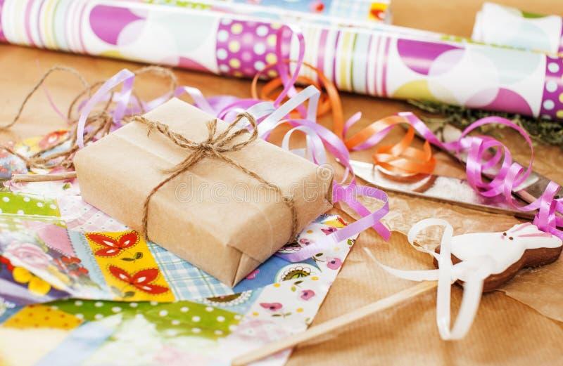 Udział materiał dla handmade prezentów, nożyce, faborek, papier z co obrazy stock