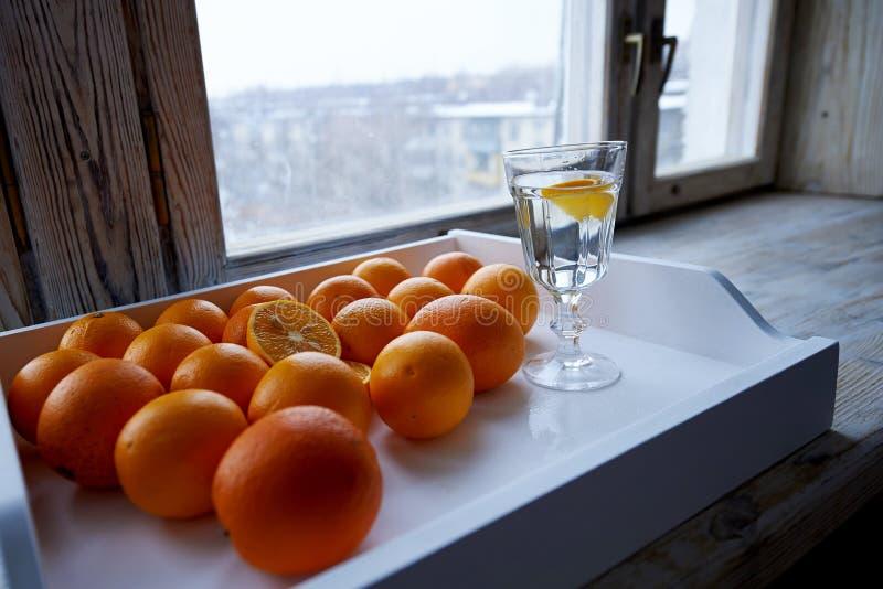 udział pomarańcze na tacy zdjęcia royalty free