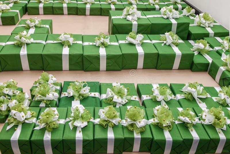 Udział zieleni prezentów pudełka obrazy royalty free