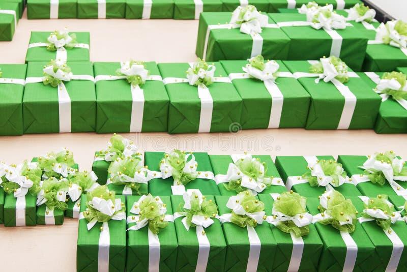 Udział zieleni prezentów pudełka zdjęcie stock
