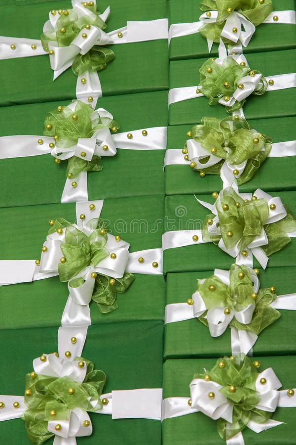 Udział zieleni prezentów pudełka obrazy stock