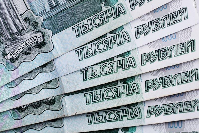 Udziały Rosyjski pieniądze banknoty przychodzący w wyznaniach tysiąc banknoty w górę obrazy stock